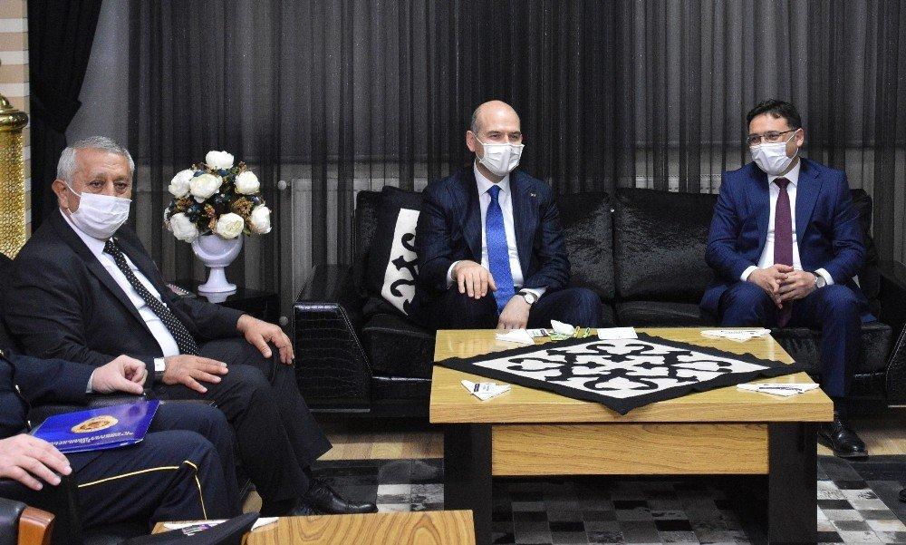 Başkan Zeybek'ten Bakan Soylu'ya Ekmek Kadayıfı İkramı