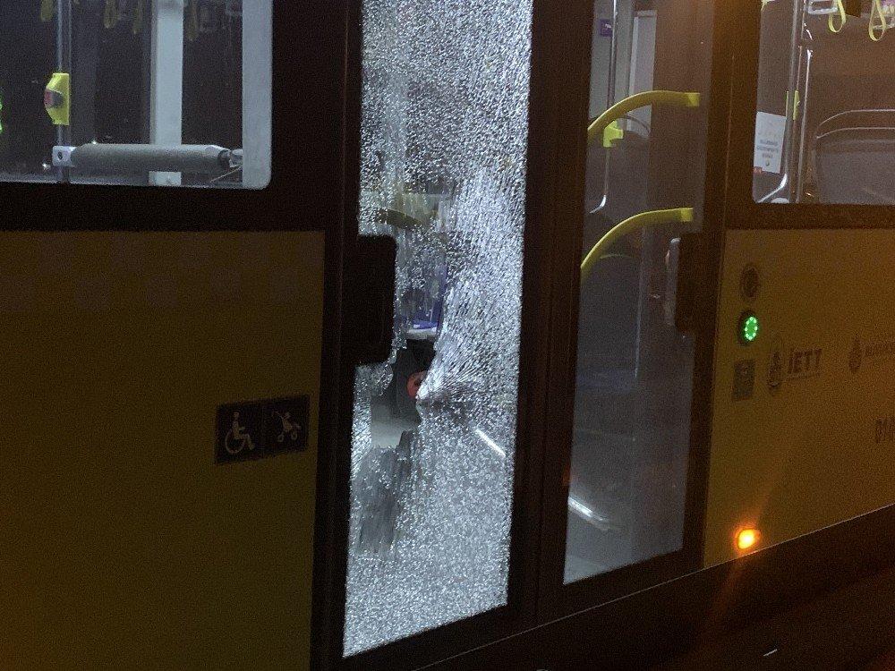 Kağıthane'de İett Otobüsüne Taşlı Saldırı
