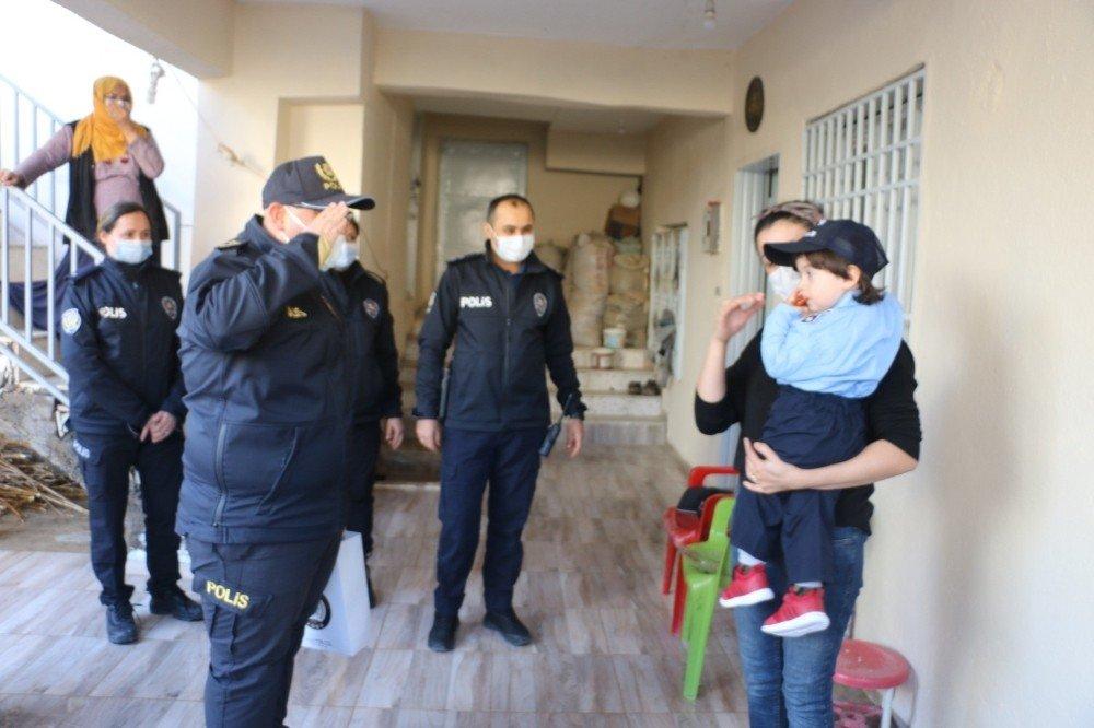 Polisliğe Olan Sevgisini Cimer'den Anlatan Küçük Mert'e Polislerden Pastalı Sürpriz