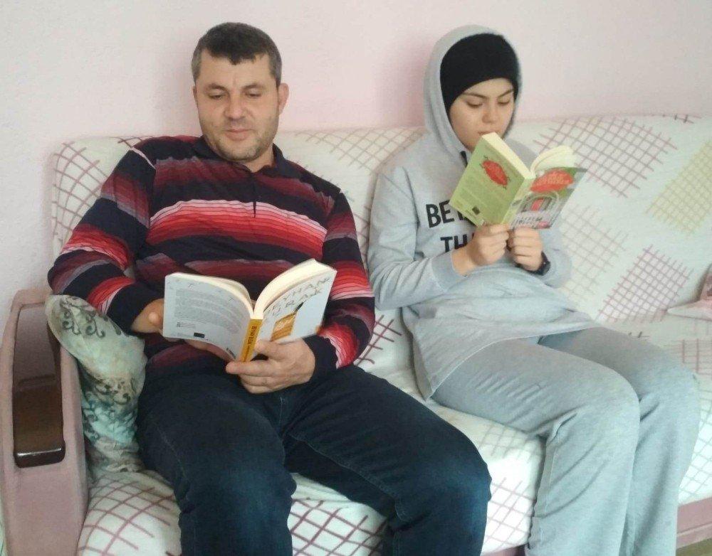 """15 Temmuz Şehitleri Anadolu Lisesinde """"ailem İle Okuyorum"""" Etkinliği"""