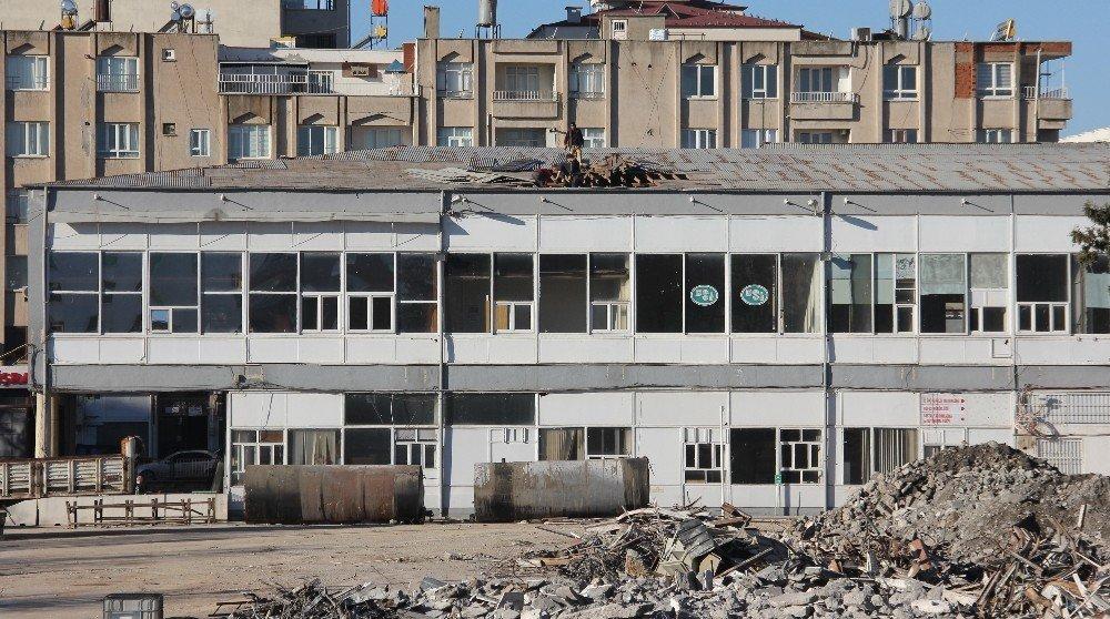 60 Yıllık Eski Adliye Binası Yıkılmaya Başlandı
