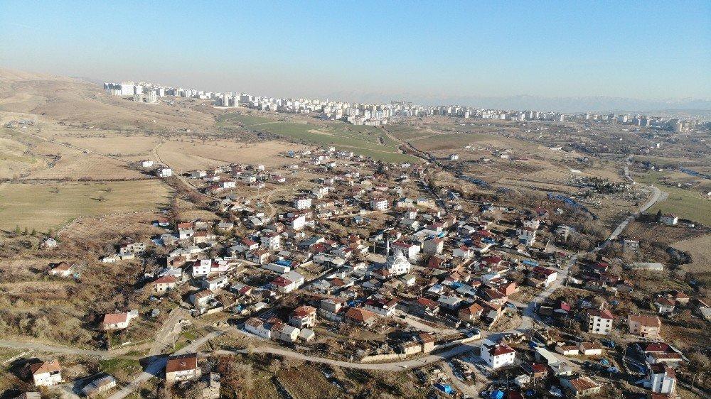 Referanduma Giden O Köy, Mahalle Olmanın Mutluluğu Yaşıyor