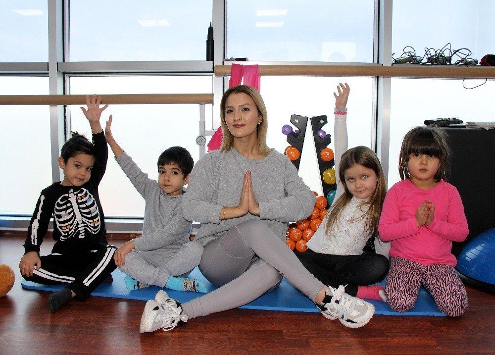 Korona Kaygılarını Yogayla Atlatıyorlar