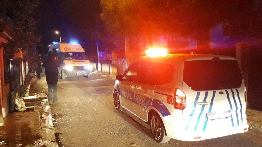 İzmir'de İki Grup Arasında Bıçaklı Kavga: 3 Yaralı