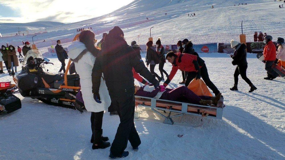 Kayak Yaparken Yaralanan Turistin İmdadına Jandarma Koştu