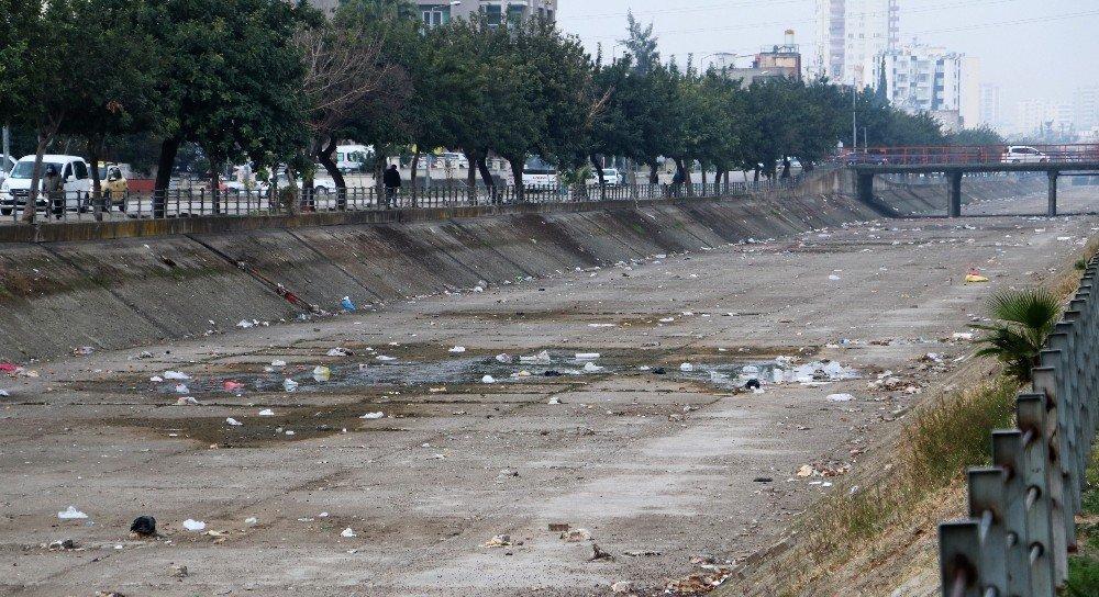 Adana'yı Ağ Gibi Saran Sulama Kanalları Çöplüğe Döndü
