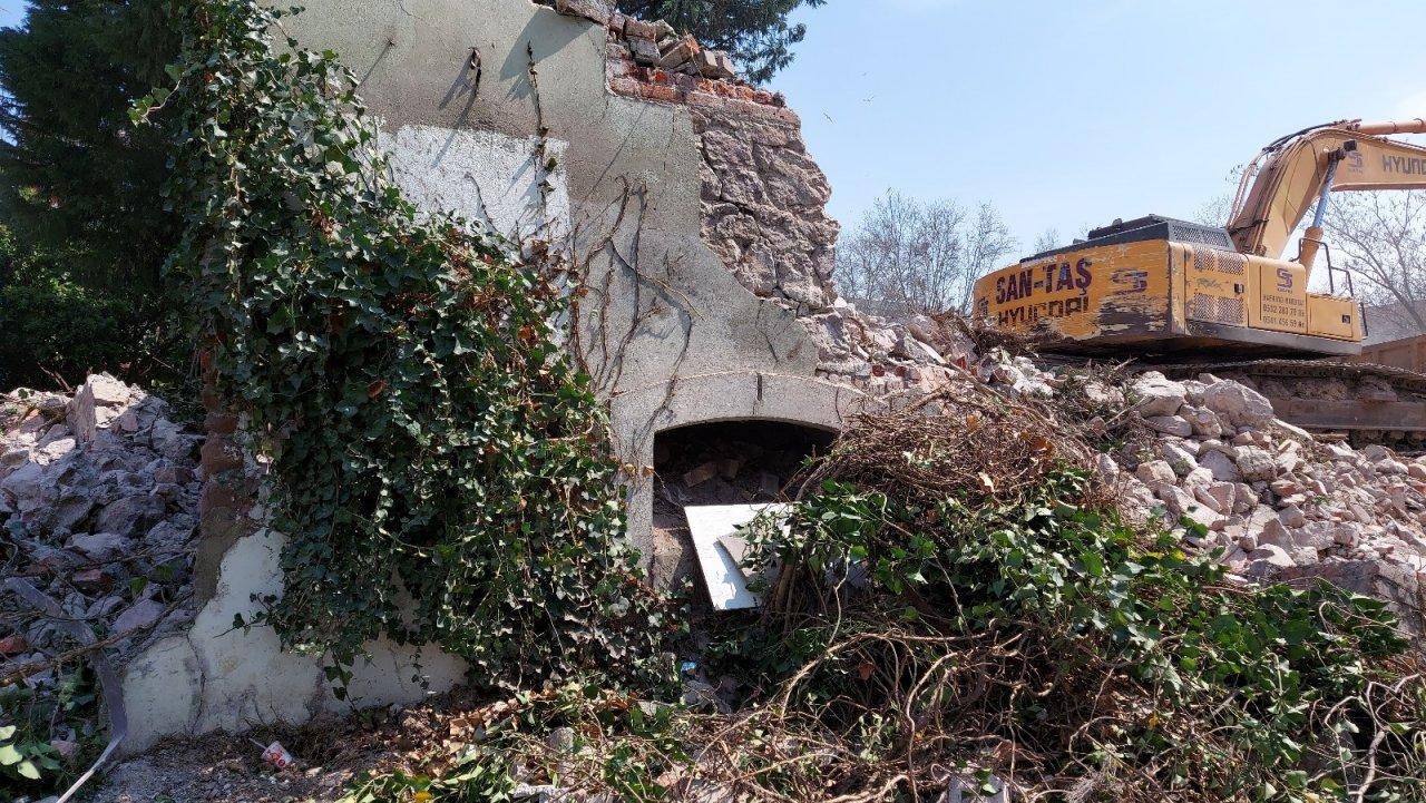 İ̇zmit'in Sembolü Olan Tarihi Tekel Binası Yıkıldı