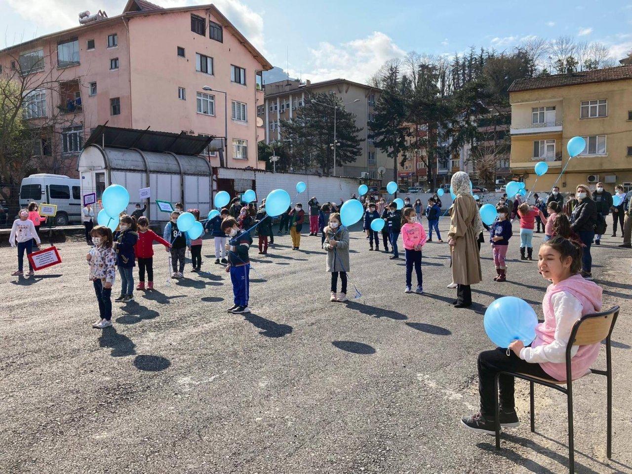 Otizmli Çocuklar Mavi Balonları Gökyüzü İle Buluşturdu