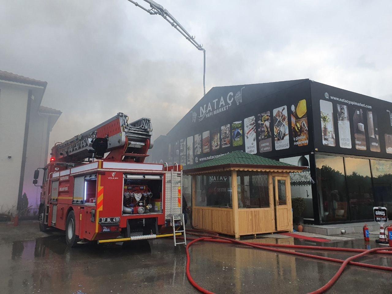 Kastamonu'da Yapı Malzemesi Fabrikasında Yangın