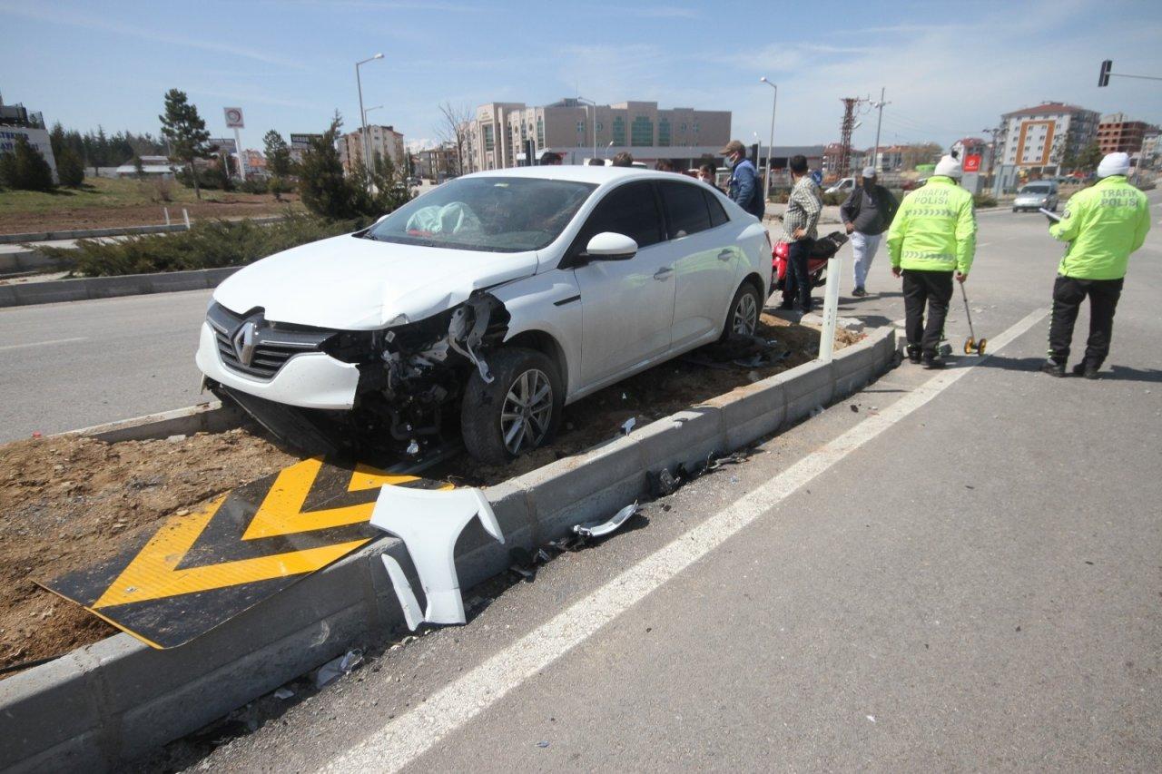Konya'da Motosikletle Otomobil Çarpıştı: 2 Yaralı