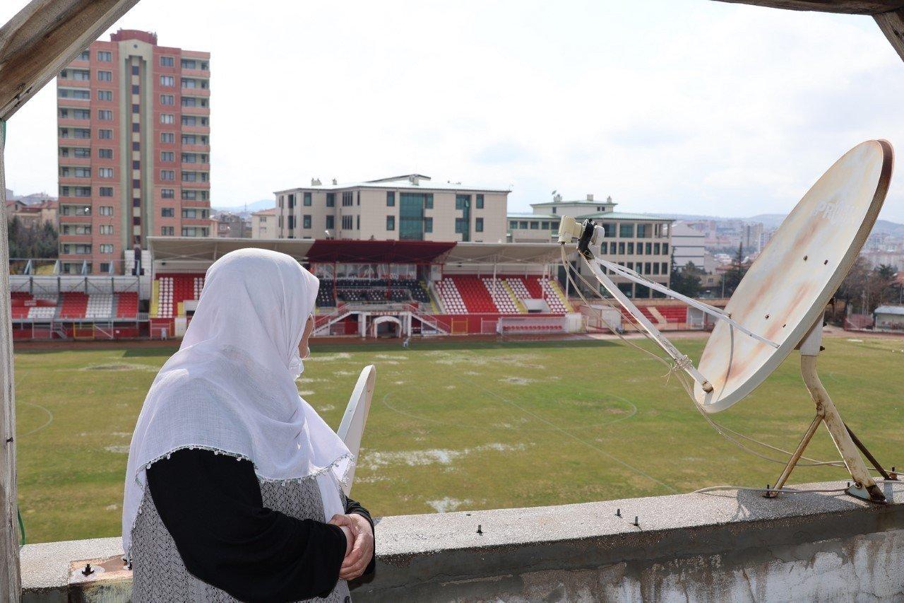 78 Yaşındaki Hatice Nineye Nevşehir Belediyespor Forması Hediye Edildi