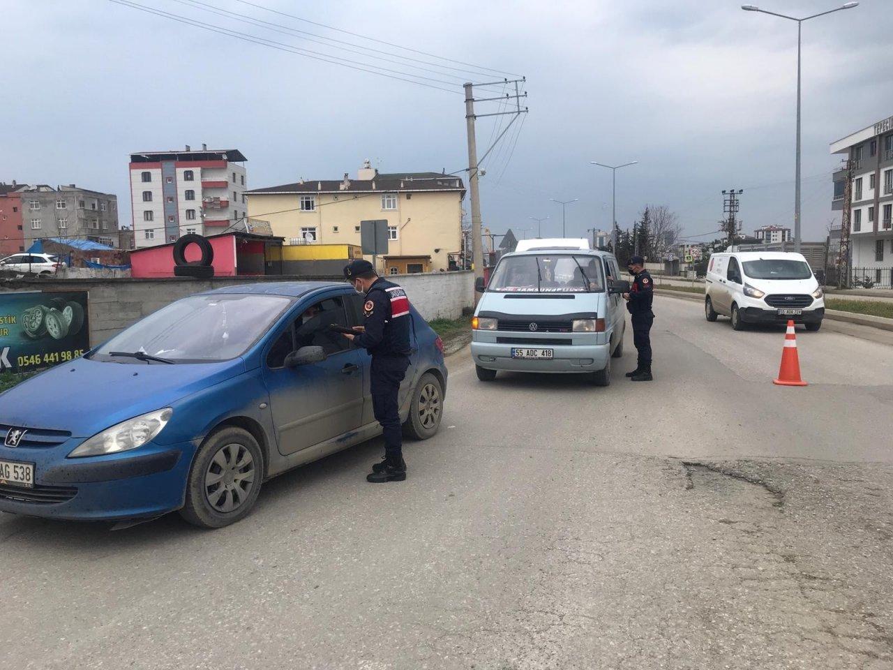 İ̇lkadım Jandarma'dan Hes Kodu Sorgulaması Ve Sokağa Çıkma Yasağı Uygulaması
