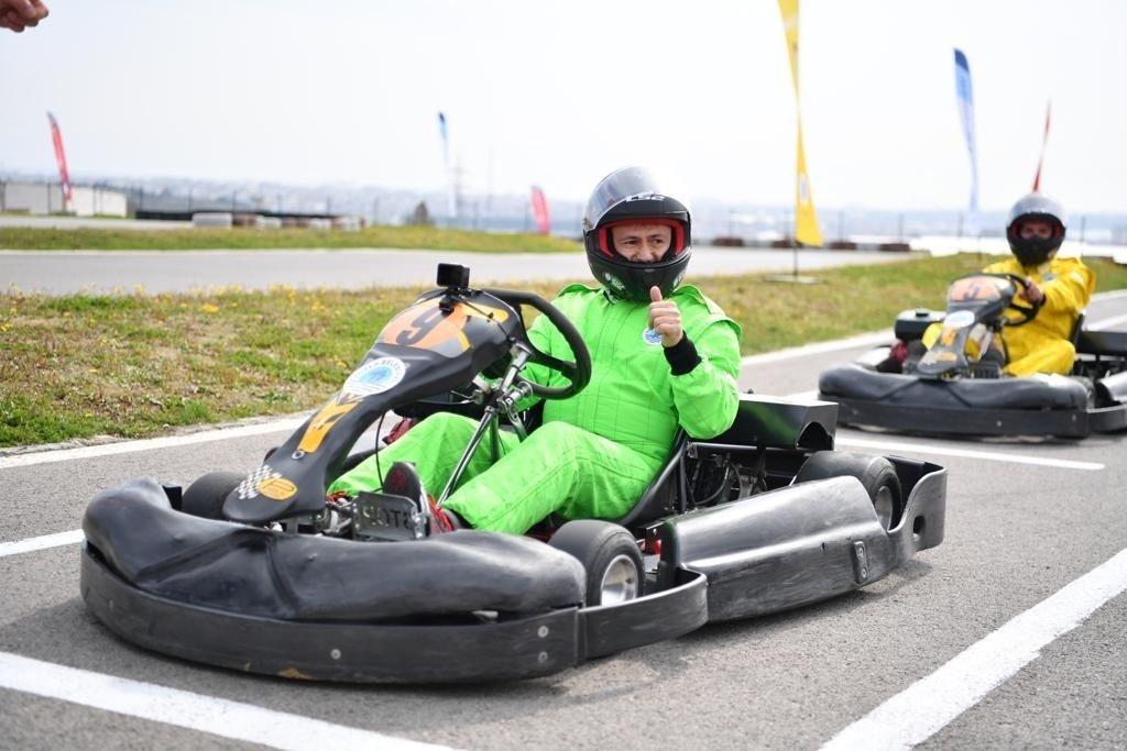 Tuzla'da Ünlü Radyocular Karting İle Stres Attı