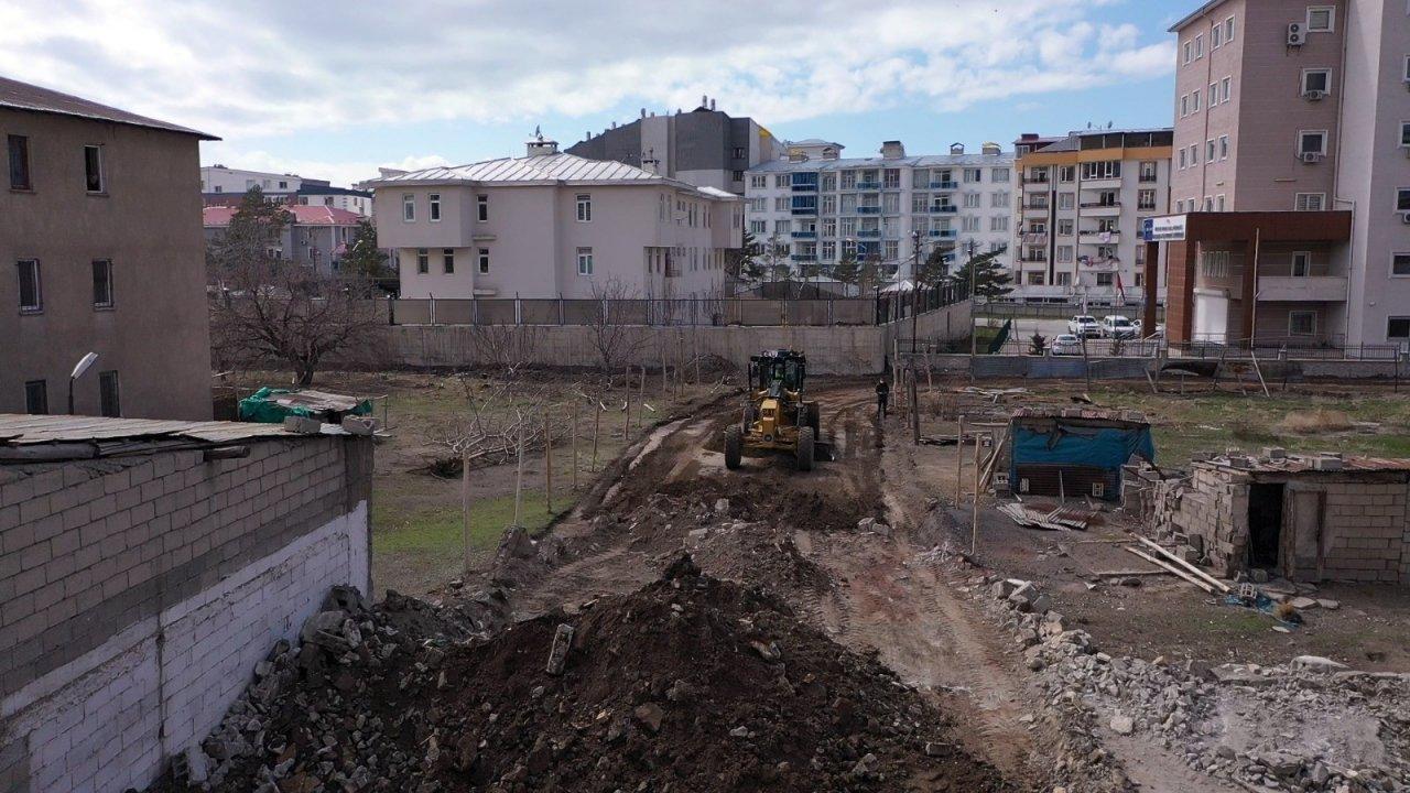 İ̇pekyolu Belediyesi'nden Yeni Yol Açma Atağı