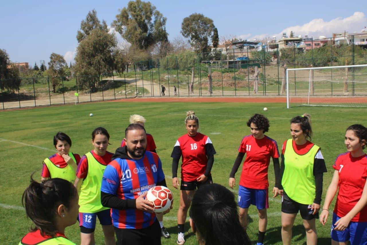 Hasan Şaş'tan Kadın Futbolculara Teknik Direktörlük Sözü