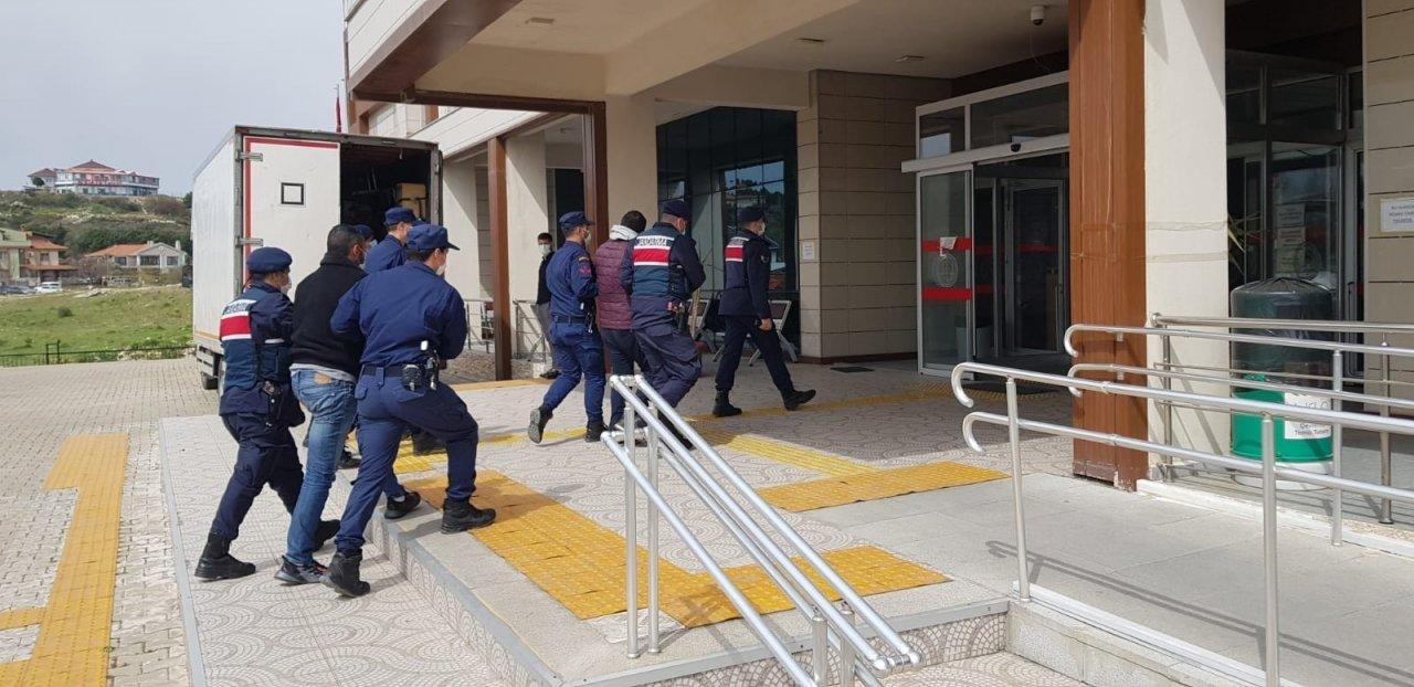 İ̇zmir'de Kaçak Göçmen Operasyonunda 3 Tutuklama