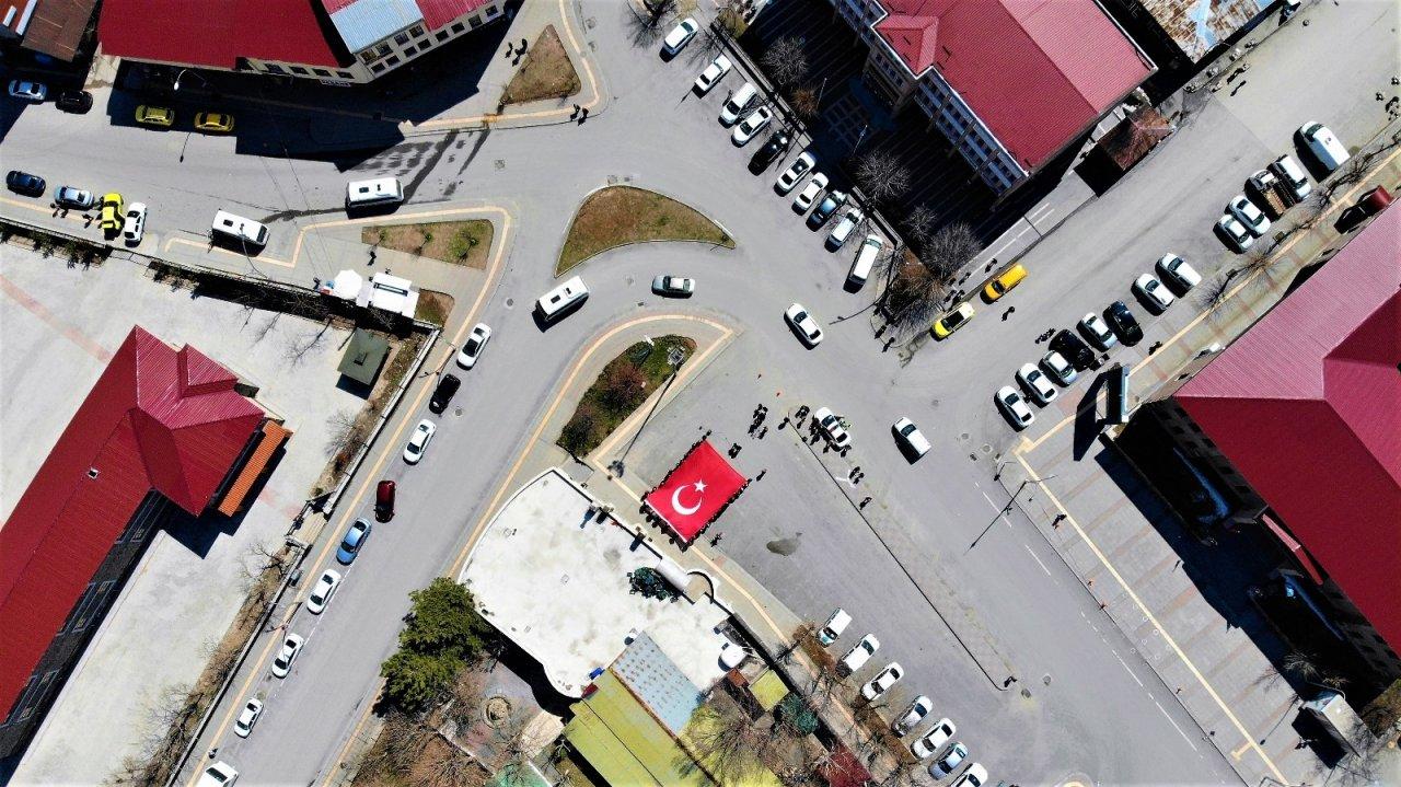 103 Amiralin Bildirisine Türk Bayraklı Tepki