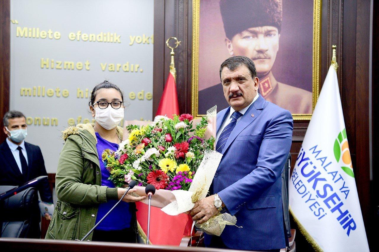 Öğrencilerden Başkan Gürkan'a Kütüphaneler Haftası Ziyareti