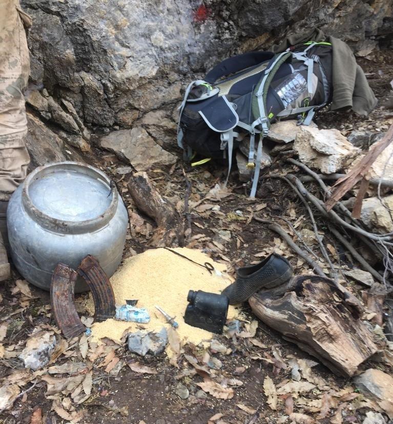 Tunceli'de Teröristlerin Kullandığı Mağara İmha Edildi