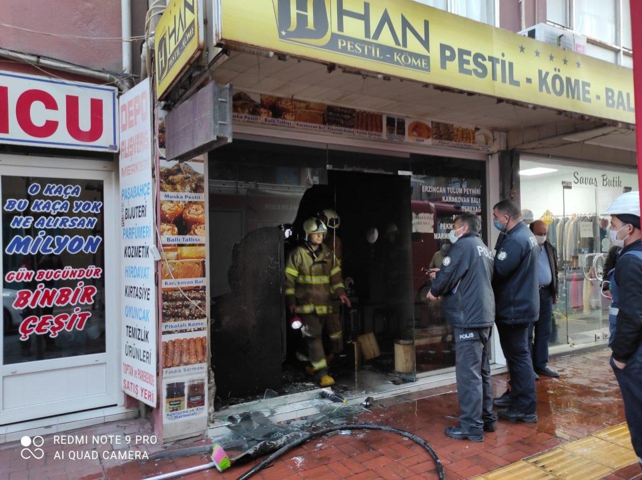 Burhaniye'de Şarküteri Yangını Korkuttu