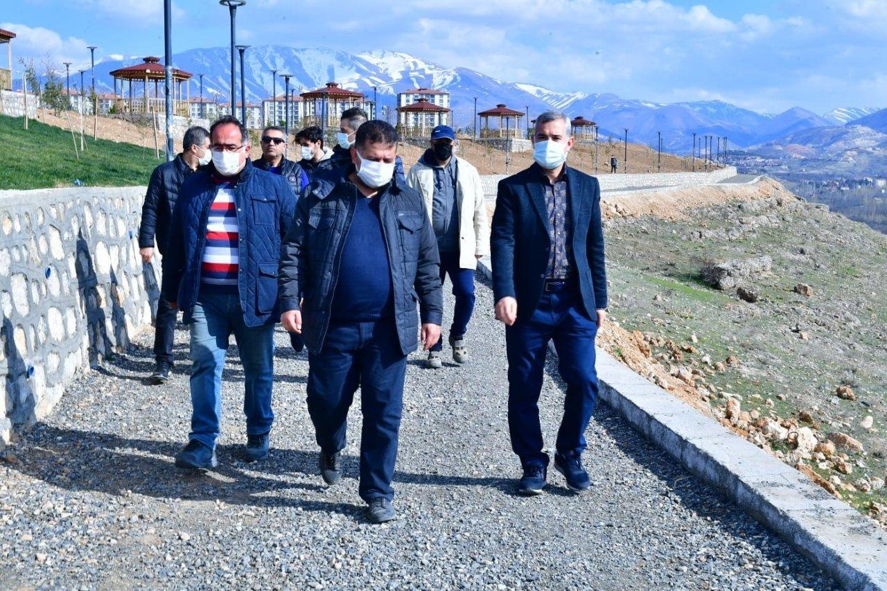 Başkan Çınar, Yapımı Süren Seyir Terasını İnceledi