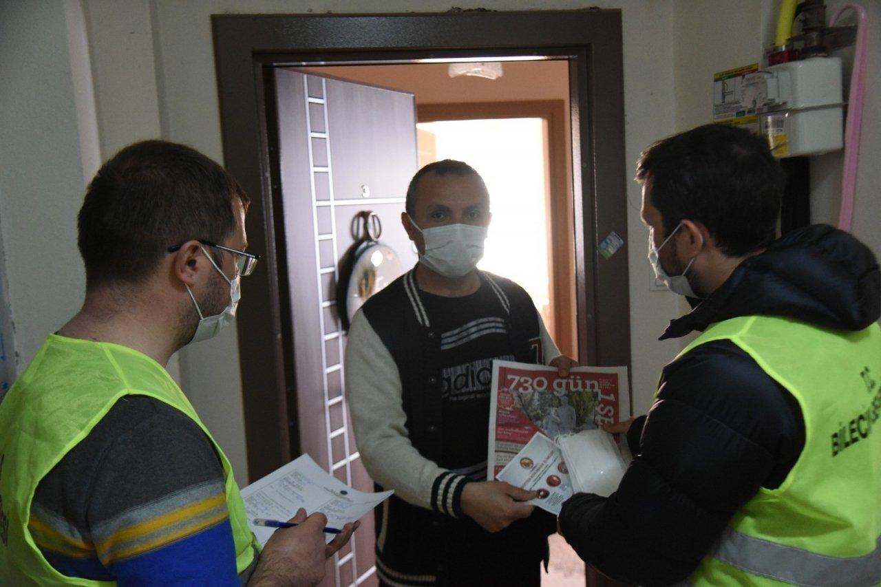Bilecik'te Kapı Kapı Gezerek 110 Bin Maske Dağıttılar