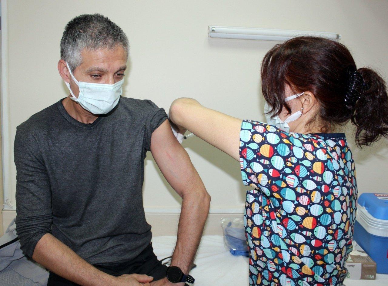 Denizli'de Sağlıkçıların Yüzde 80'i, Yaşlıların İse Yüzde 78'i Aşılandı