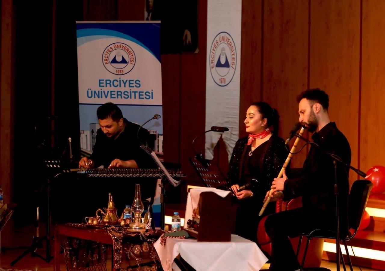Erü'de 'on Kıta Bir Vatan İ̇lelebet İ̇stiklâl' Programı Düzenlendi