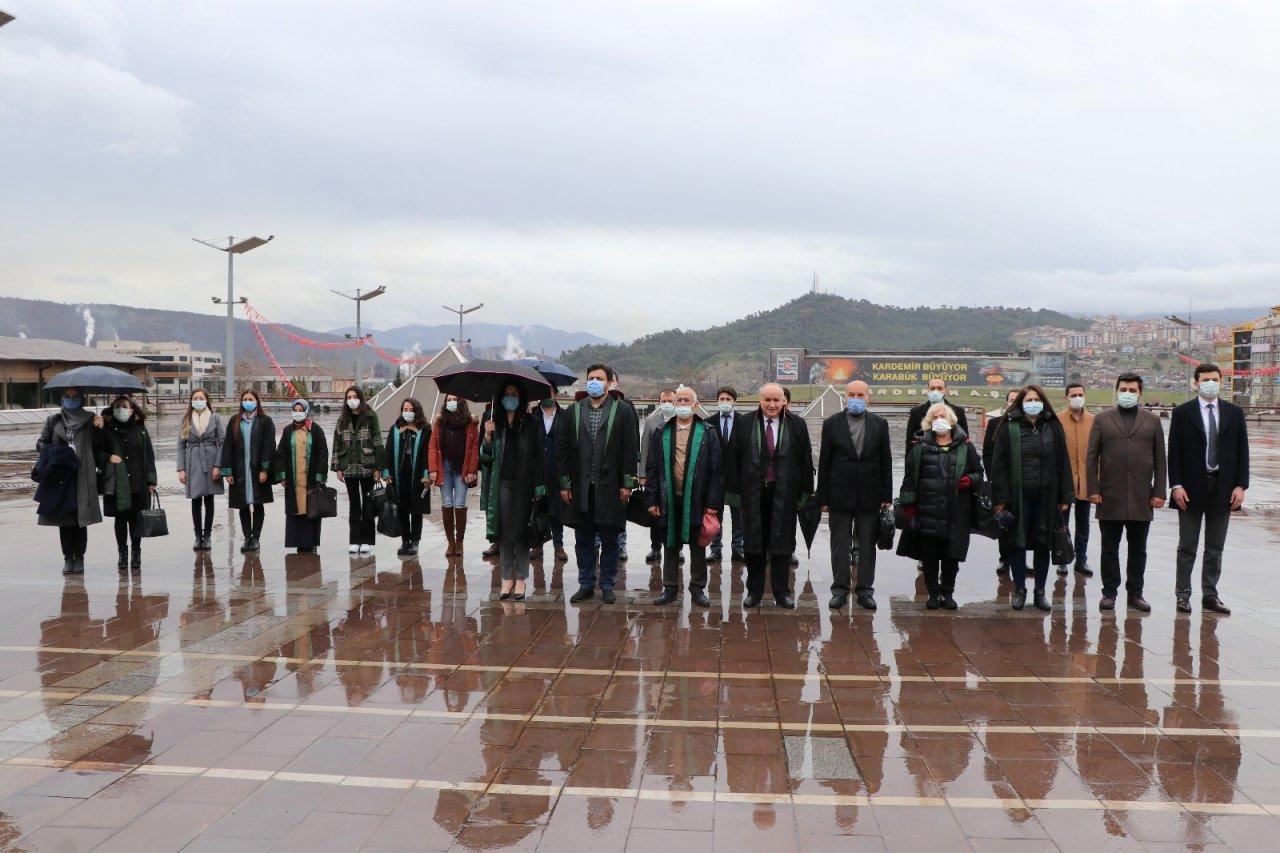 Karabük'te 'avukatlar Günü'nde Çelenk Sunumu Yapıldı