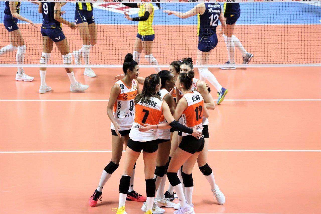 Sultanlar Ligi: Fenerbahçe Opet: 2 - Eczacıbaşı Vitra: 3