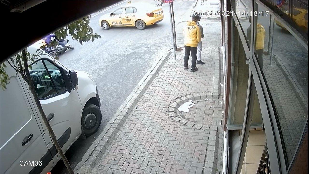 İ̇stanbul'da Feci Kaza: Motosikletli Taksinin Altına Girdi
