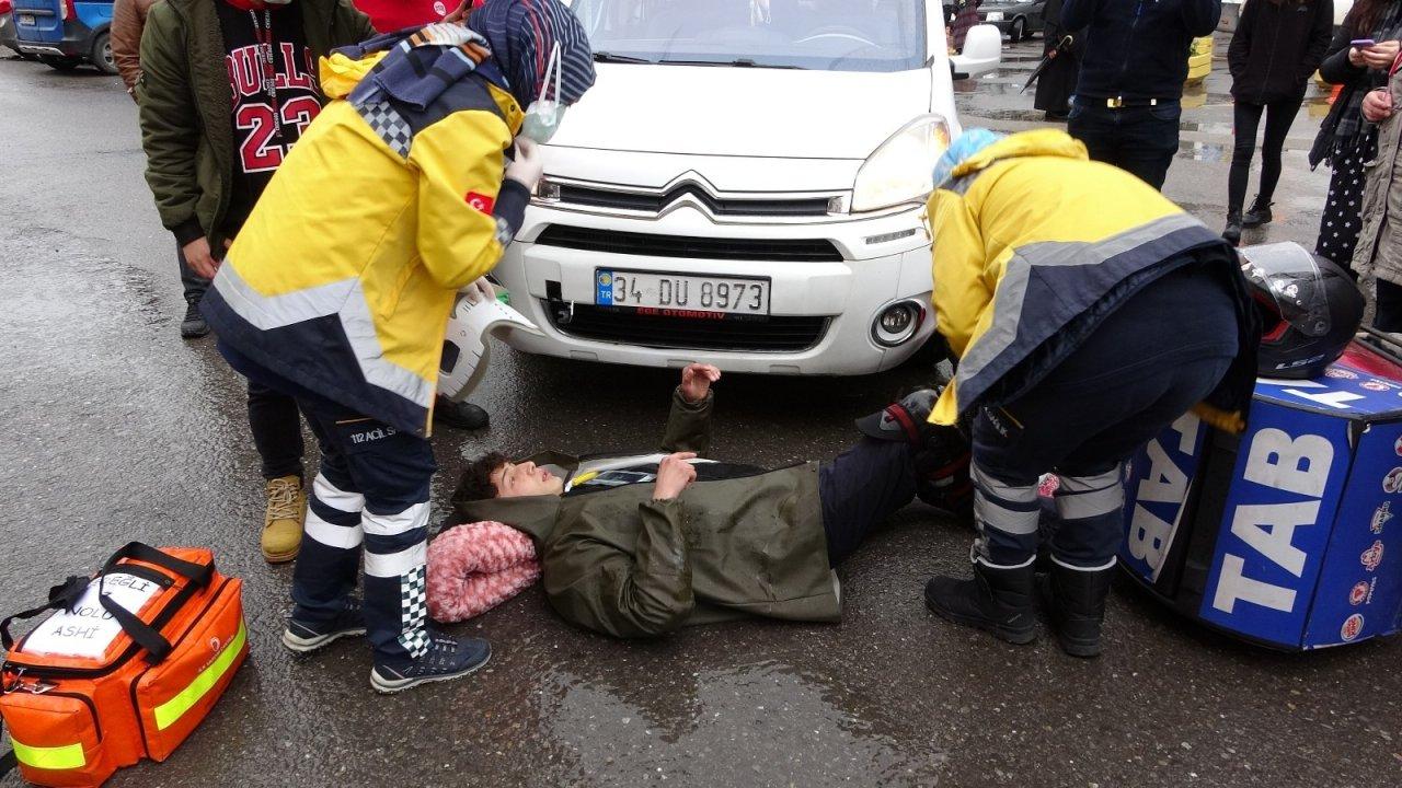 Otoparktan Çıkan Araç Kuryeye Çarptı: 1 Yaralı