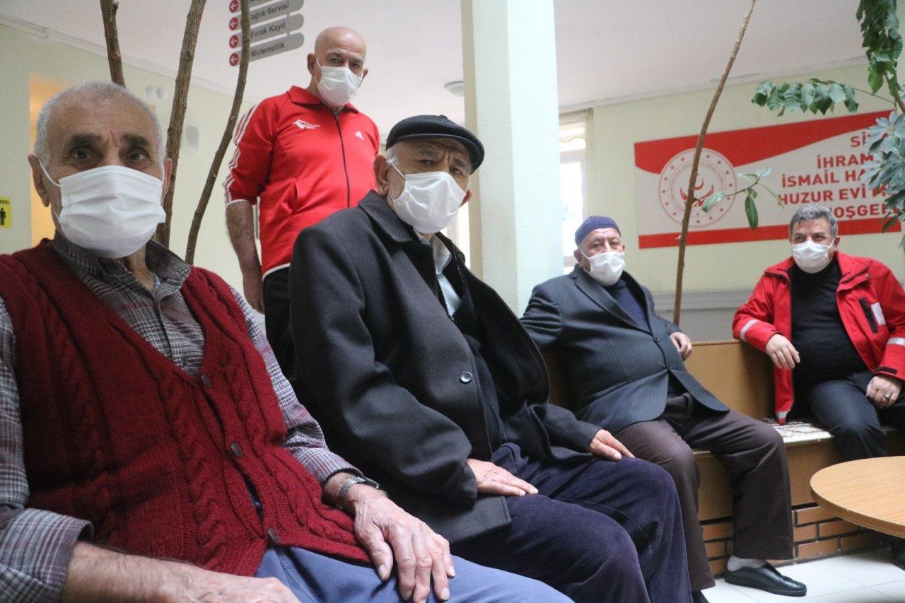 Çok Yüksek Riskli İller Arasındaki Sivas'ta Huzurevine Covid-19 Uğramadı