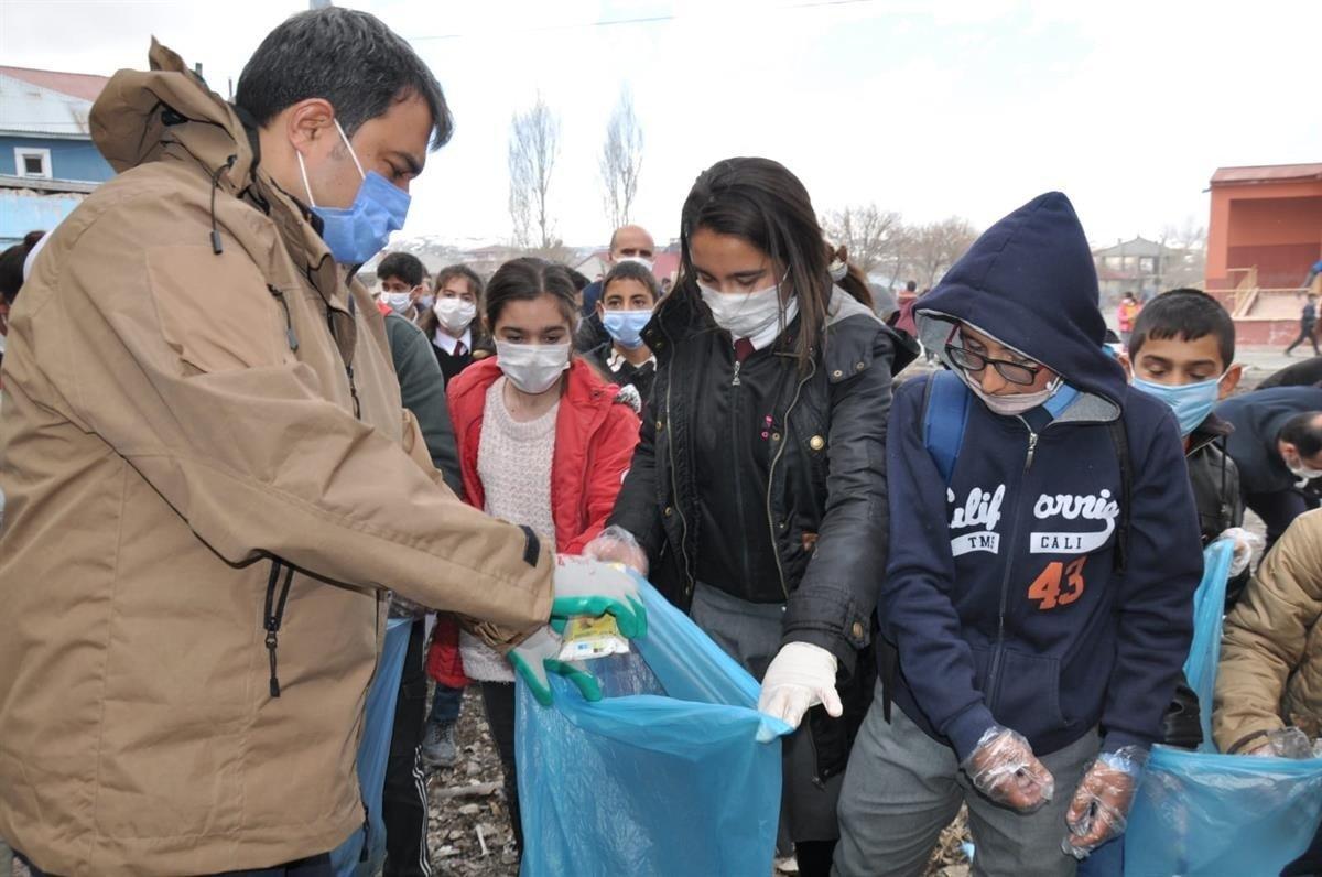 Diyadin'de Çöp Toplama Etkinliği Düzenlendi