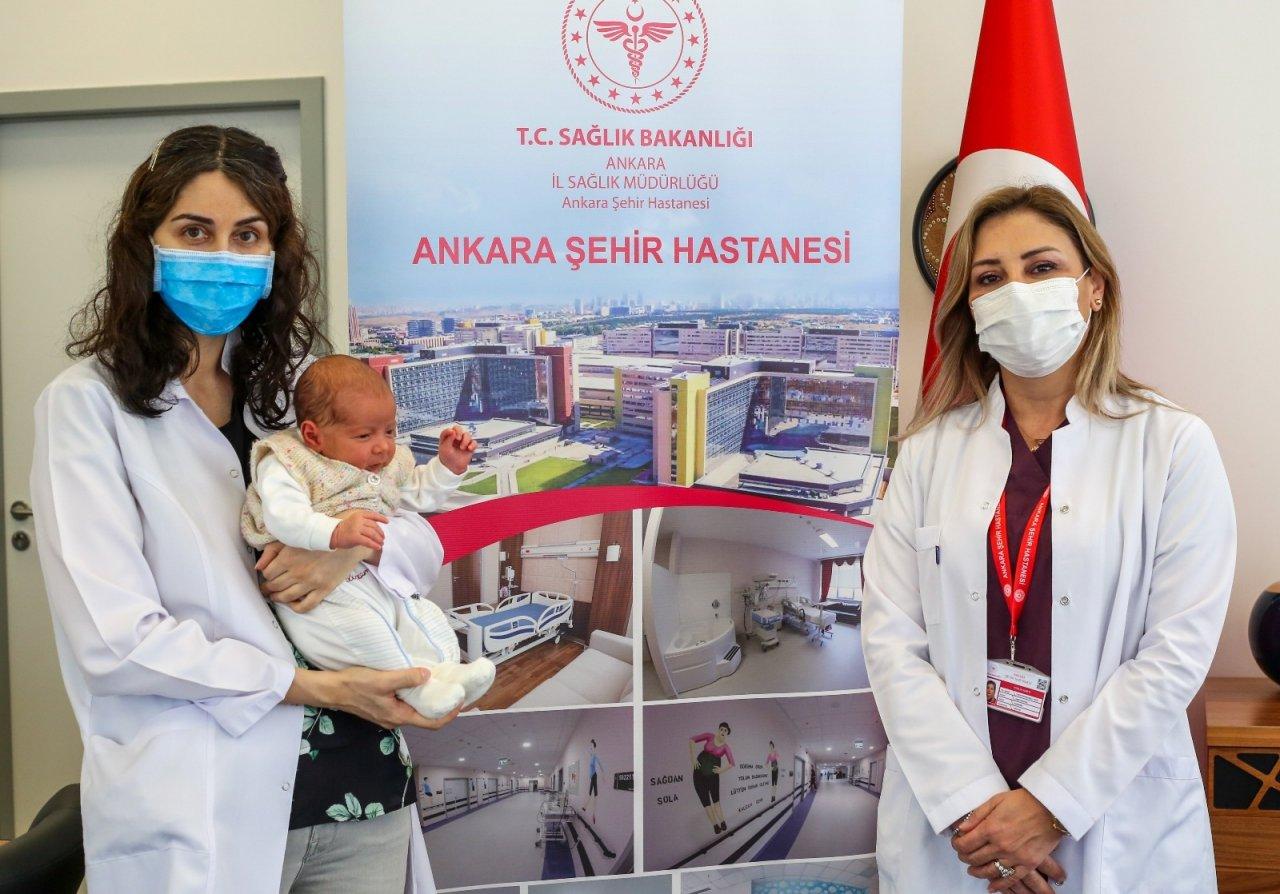 Türkiye'de Bir İlk: Annesi Hamileyken Aşılanan Bebek Antikorlu Doğdu