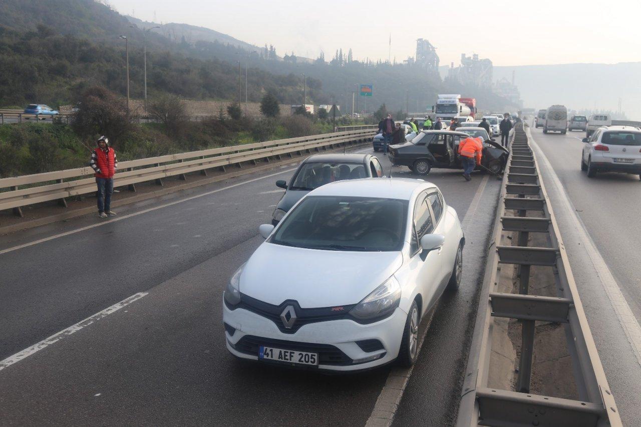 D100'de Zincirleme Trafik Kazası: 6 Yaralı