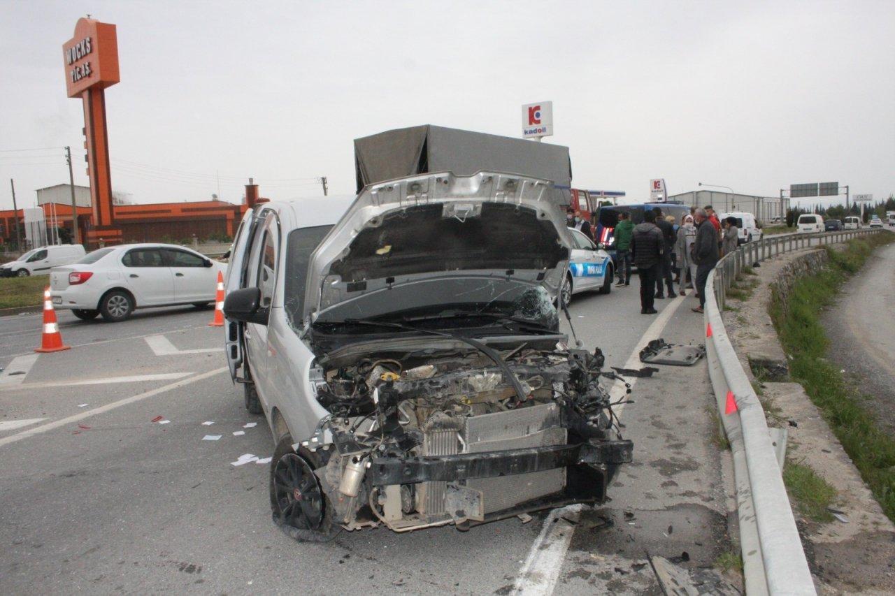 Tarım İşçilerini Taşıyan Araç Otobüsle Çarpıştı: 6 Yaralı