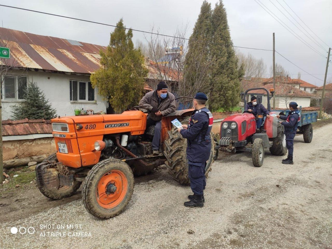 Dumlupınar'da Traktör Sürücüleri Bilgilendirildi