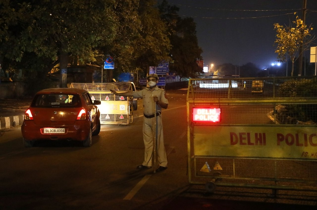 Hindistan'ın Yeni Delhi Eyaletinde Ay Sonuna Kadar Sokağa Çıkma Yasağı Uygulanacak