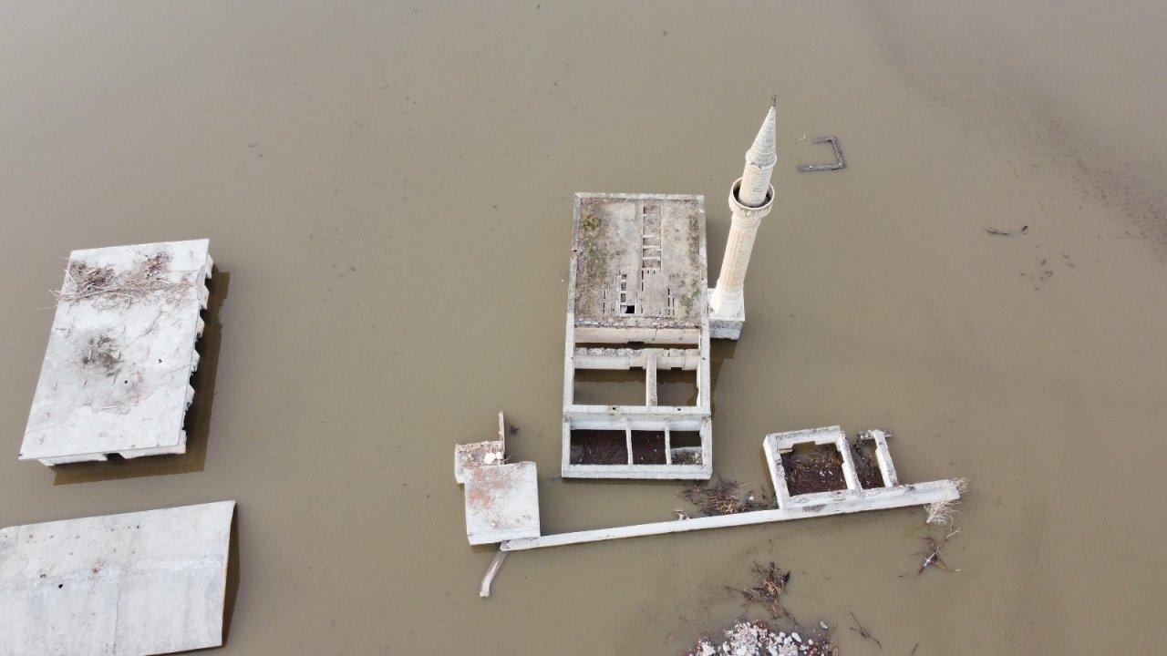 Sular Altında Kalan Cami Havadan Görüntülendi