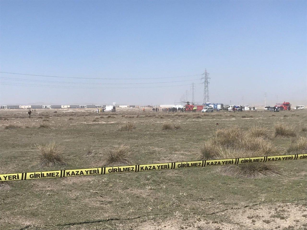Konya'da Savaş Uçağı Düştü. Olay Yerine Çok Sayıda Polis, Ambulans, İtfaiye Ve Afad Ekipleri Sevk Edildi.