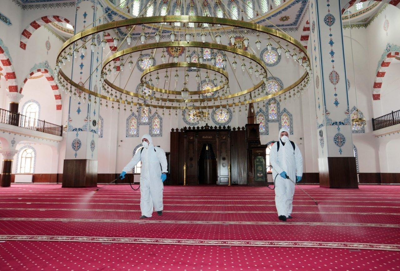 Van'da Ramazan Öncesi Camiler Dezenfekte Edildi