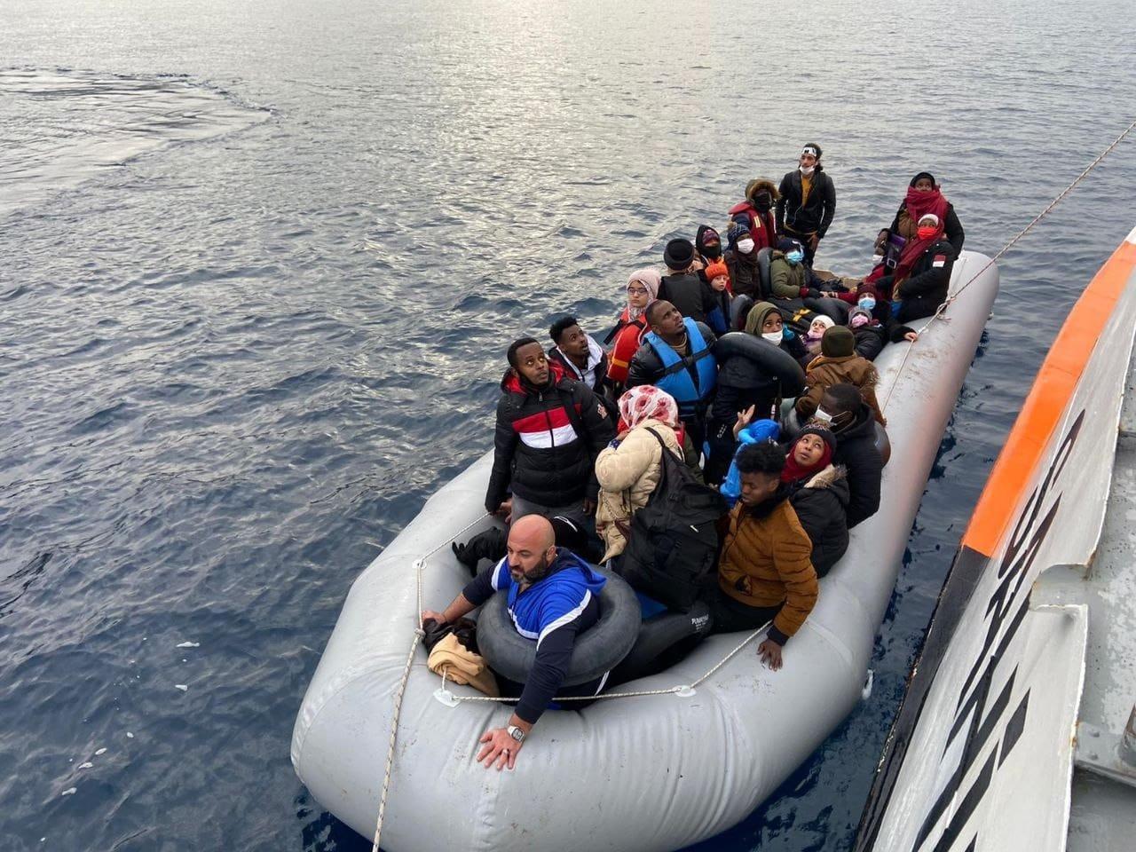 İ̇zmir'de 64 Düzensiz Göçmen Kurtarıldı